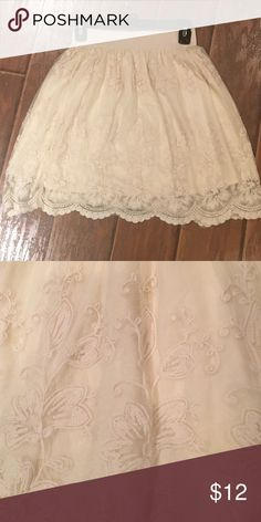 Lace Forever 21 Skirt Vintage Forever 21 skirt. EUC! The skirt with lace detailing and an elastic waist is so sweet. Beautiful! 😊 Forever 21 Skirts Midi