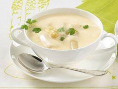Spargelcremesuppe ist in der Spargelzeit ein gern gekochtes Rezept. Mit etwas frischem Spargel, Sahne und Mehl lässt sich in kurzer Kochzeit ein cremige Spargelsuppe zubereiten.