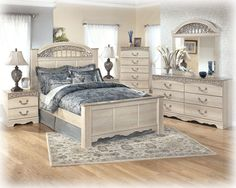 Catalina Traditional Antique White Wood Master Bedroom Set