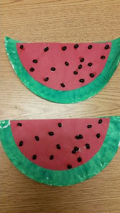 Cute and easy preschool watermelon  craft. Paint, construction paper. paper plates and nlack beans. From the Firefly class.