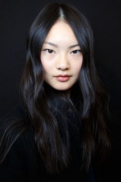 75 Gorgeous–and Innovative–Wedding Hair Ideas: Rich Girl Hair: When in doubt, go for softly mussed locks with rich color and a polished texture with a center part a la Carven's Fall 2015 runway hair. Bridal Beauty, Bridal Hair, Rich Girl Hair, Pretty People, Beautiful People, Girl Hairstyles, Wedding Hairstyles, Foto Portrait, Corte Y Color