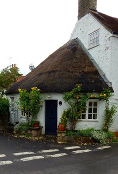 Cottage romance in Nunney, Somerset, England (****See Pin with different view. English Country Cottages, English Village, English Countryside, Country Houses, Somerset England, England Ireland, England Uk, Cute Cottage, Romantic Cottage