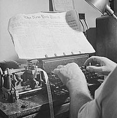 Fascinating 1942 photos show the making of the New York Times, step by step Grammar Tips, Copy Editing, Vintage Newspaper, Scene Image, Lady Grey, New York Times, Physics, Cool Photos, Coding