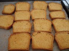 Fette biscottate Bimby Ingredienti: 300g di farina (metà 00 e metà semola rimacinata) 1 uovo 40g di burro morbido 110g di latte mezzo cubetto di lievito di