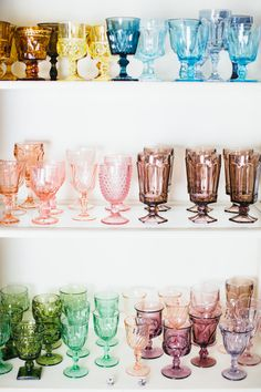 Bright and Modern Holiday Party Tablescape Ideas rainbow vintage glassware from Nimblewell, Chicago Decoration Bedroom, Decoration Table, Home Decor Styles, Cheap Home Decor, Deco Retro, Mason Jar Wine Glass, Vintage Glassware, Vintage Wine Glasses, Vintage Tableware