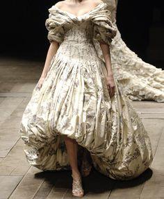 Alexander McQueen at Paris Fashion Week Fall 2006 - Runway Photos Fashion Week, Paris Fashion, Runway Fashion, High Fashion, Avangard Fashion, Alexander Mcqueen, Elie Saab Couture, Textiles, Pretty Outfits