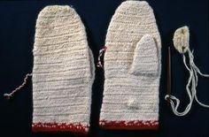 Nalbound mittens, Pielisjärvi, Northern Carelia, Finland. Prior to 1958. Length 24 cm, width 11 cm.