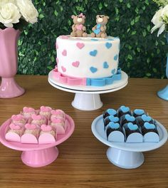 Brilliant Gender Reveal Cakes for your Party Baby Reveal Cakes, Gender Reveal Cupcakes, Gender Reveal Party Decorations, Pregnancy Gender Reveal, Baby Gender Reveal Party, Gender Party, Simple Baby Shower, Baby Shower Fun, Baby Shower Cakes Neutral