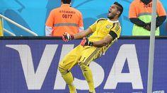 Otro penal atajado.... 9 julio de 2014 ... Mundial Brasil 2014... Semifinal Argentina vs Holanda. Estadio Arena Corinthians. San Pablo.
