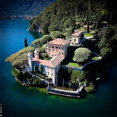 Villa del Balbianello Lake Como - vacation home The Places Youll Go, Great Places, Places To Visit, Lac Como, Beautiful World, Beautiful Places, Film Star Wars, Comer See, Lake Como Italy