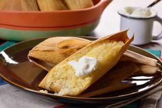 Prepara estos tamalitos muy típicos del Estado de Michoacán, Guerrero y México a base de maíz tierno molido con un sabor dulce y una consistencia muy suave se puede servir con crema o con leche condensada.