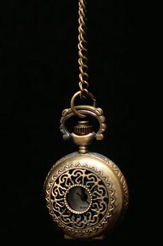 Kellokaulakoru -Kullanvärinen Ornamenteilla 12 e