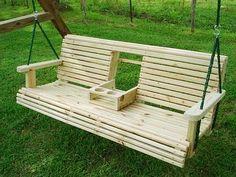 Идеи для дачи: диван-качалка с откидным столиком для романтического вечера 0