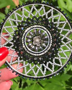 Brick stitch around the circle, beaded dream catcher, bead weaving, beadwork Beaded Crafts, Beaded Ornaments, Seed Bead Crafts, Bead Embroidery Jewelry, Beaded Embroidery, Seed Bead Earrings, Seed Beads, Beaded Earrings, Seed Bead Tutorials