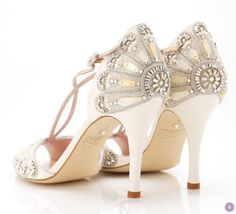 Beautiful vintage sandal from Emmy Shoes for a 1920s wedding | Visit http://wedding-venues.co.uk