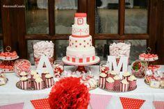 Mesa dulce en blanco y rojo