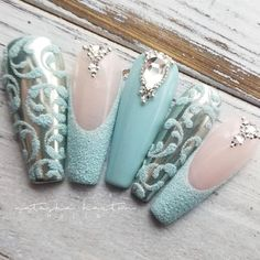 These scream ICE QUEEN to me ❄ Who's up for a tutorial on the chrome & swirl nails? Snow Nails, Xmas Nails, Winter Nails, Halloween Nails, Acrylic Nail Designs, Nail Art Designs, Acrylic Nails, Sparkle Nails, Bling Nails