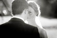 """Die Berufsbezeichnung """"Hochzeitsfotograf"""" klingt ja schon etwas komisch, oder? Irgendwie hat man da doch ein etwas seltsames Bild im Kopf. …"""