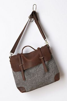 Classic satchel in brown leather and tweed. Sophisticated and functional at the same time.