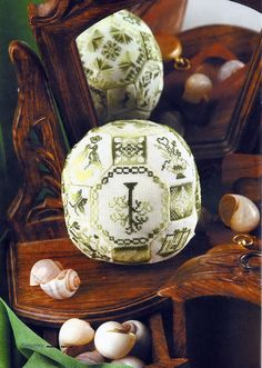 no idea why these are called quaker balls but ooh variegated thread Christmas Cross, Christmas Fun, Christmas Ornaments, Delft, Oatmeal Container Crafts, Snowman Tree Topper, Biscornu Cross Stitch, Concept Art Gallery, Diy Embroidery