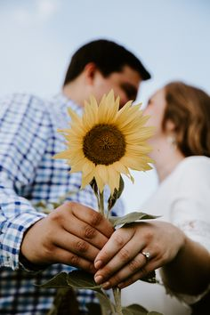 Photo by Keepers By Kelly Photography Sunflower Field Pictures, Sunflower Pics, Couple Photography Poses, Engagement Photography, Field Engagement Photos, Engagement Session, Sunflower Field Photography, Sunflower Fields, Pinckney Michigan
