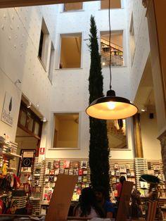 La Central de Callao en Madrid, me encanta perderme por la tienda o dejarme caer para tomarme un cafe