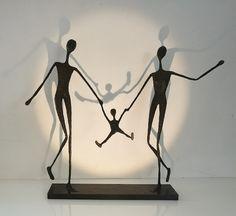 Human Sculpture, Sculpture Metal, Paper Mache Sculpture, Paper Mache Crafts, Wire Crafts, Diy Home Crafts, Sculptures Sur Fil, Wire Wall Art, Cute Couple Drawings