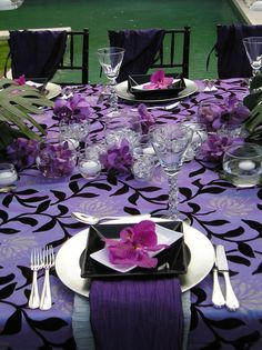 Wedding decorations guide - Beautiful wedding decor will make your wedding even better. We're here to help you make the right pick. Check out our Free guide on wedding decorations, it is going to help you make a decision fast and easy. Purple Table Settings, Beautiful Table Settings, Wedding Table Settings, Place Settings, Purple Wedding Tables, Wedding Table Linens, Wedding Colors, Decoration Inspiration, Decor Ideas
