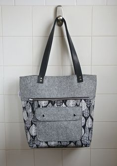 Caravan Tote in Leaf line in black and white with by bluecalla