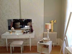 Wallpaper: Laura Ashley/ Oriental Garden - All About Garden Wallpaper, View Wallpaper, Laura Ashley Oriental Garden, Home Bedroom, Bedroom Ideas, Feng Shui, New Homes, Vanity, Oriental Wallpaper