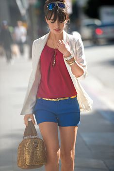 A pair of khaki shorts in our favorite color, paired with a light weight shirt, covered by a flowing cardigan show cases the simplicity of our style yet the classy look we an have after diving all day. Cool Outfits, Summer Outfits, Casual Outfits, Summer Shorts, How To Look Classy, Look Chic, Wonder Woman Outfit, Mode Geek, Look Office