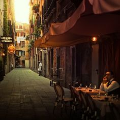 Eat pizza here - Sidewalk Cafe, Venice, Italy