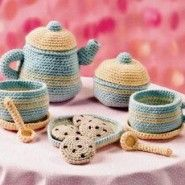 CrochetToy tea set tutorial. The pattern is in Russian. Google translate is not much of help here. I think a single crochet is translated as 'tablespoon' . :) Will give it a try...the teapot is darn cute.