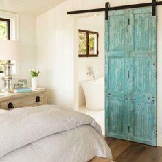 Pretty blues in #lagunabeach with California Homes and Carolyne Ferguson #interiordesign #bedroom #hometour