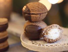 Egy finom Mogyorós kagylók fehércsoki-habbal ebédre vagy vacsorára? Mogyorós kagylók fehércsoki-habbal Receptek a Mindmegette.hu Recept gyűjteményében! Cookie Jars, Muffin, Sweets, Cookies, Baking, Breakfast, Food, Crack Crackers, Morning Coffee