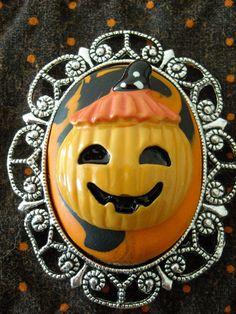 Pumpkin Halloween Brooch by OctoberPetals on Etsy, $15.50