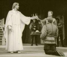 """1986 """"Richard II part II"""" Michael Kitchen as Bolingbroke and Jeremy Irons as Rchard"""