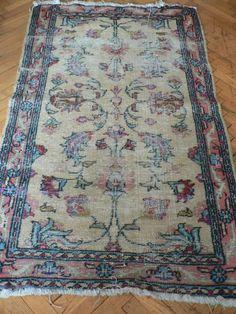 Çok Renkli Antika Değerinde Halı - Dekopasaj.Com - dekopasaj.com
