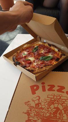 Pizza Napoletana! #salami #picante