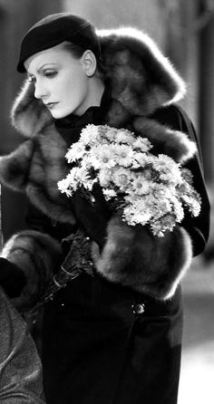 Greta Garbo during the Golden Age wearing a fur coat that shows a high-class status. Greta Garbo during the Golden Age wearing a fur coat that shows a high-class status. Hollywood Cinema, Vintage Hollywood, Hollywood Glamour, Hollywood Stars, Hollywood Actresses, Classic Hollywood, Hollywood Actor, Swedish Actresses, Hollywood Divas