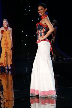 The Miss World 2016 competition has come to a close, and the contestants had many opportunities to show their beauty and personal style on the stage this week!  Click to see five gorgeous gowns from the Fashion Competition by the Miss World 2016 contestants. Here: Miss World Ecuador 2016, Mirka Paola Cabrera Mazzini. Photo: Miss World Facebook Page
