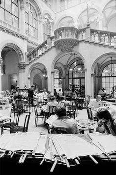 140 Jahre Café Central: Als im Wiener Kaffeehaus Basketball gespielt wurde - Historisches Wien - derStandard.at › Panorama Cabaret, Hotel Breakfast, Vintage Cafe, Vienna Austria, Dance Hall, Vintage Photos, Beautiful Pictures, Old Things, Moodboard
