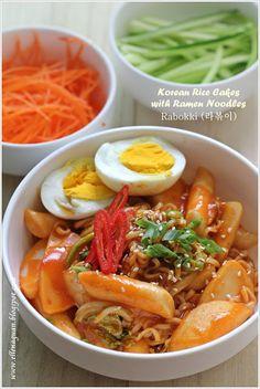 Korean Rice Cakes with Ramen Noodles - Rabokki (라볶이)