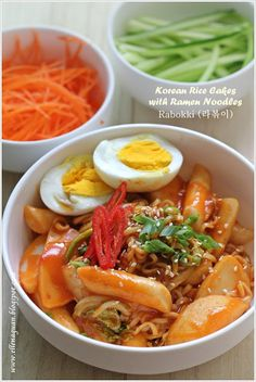 korean rice cakes with ramen noodles - rabokki (라볶이)