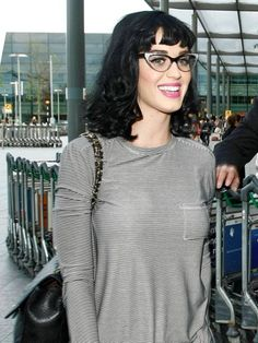 Best hairstyles for glasses: Katy Perry Hairstyles With Glasses, Cool Hairstyles, Katy Perry, Famous Celebrities, Celebs, Geek Glasses, Wearing Glasses, New Chic, Good Hair Day