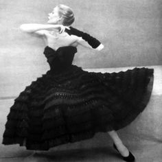 Vintage black dress - ok I like the pic; not really my style tho (drama queen - ew) but the gown is to die for (and that waistline too, eh?)