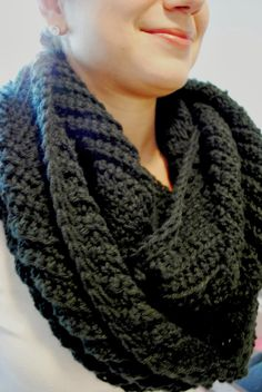 Subtile Chevron Infinity Scarf Skill Level: Beginner Materials:     Black Yarn     9.00 MM crochet hook Scarf ch 40