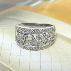 14K White Gold Floral Filigree Style Diamond Band