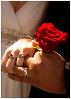 Couple Pics For Dp, Love Couple, Beautiful Couple, Couple Shoot, Couple Pictures, Flowers Gif, Hand Flowers, Holding Flowers, Happy Marriage Anniversary