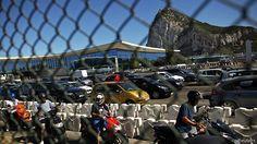 La tensión diplomática entre España y Reino Unido subió de tono en los últimos días en torno de Gibraltar, el territorio británico situado en el sur de la Península ibérica.  BBC Mundo le presenta las claves de la más reciente disputa sobre Gibraltar.